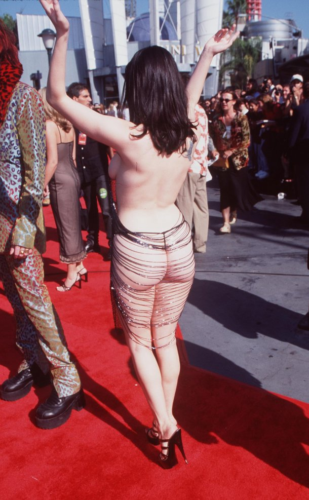 Rose McGowan shocked at the 1998 VMAs, her outfit literally hanging by a few threads.