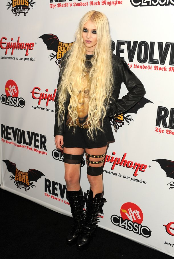 """Taylor Momsen left """"Gossip Girl"""" to finish her shift at Hot Topic."""