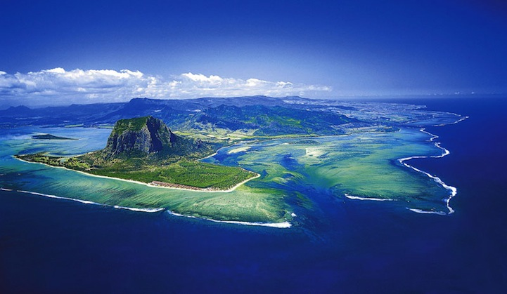 Aerial Illusion of an Underwater Waterfall 4