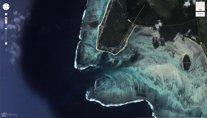 Aerial Illusion of an Underwater Waterfall 5