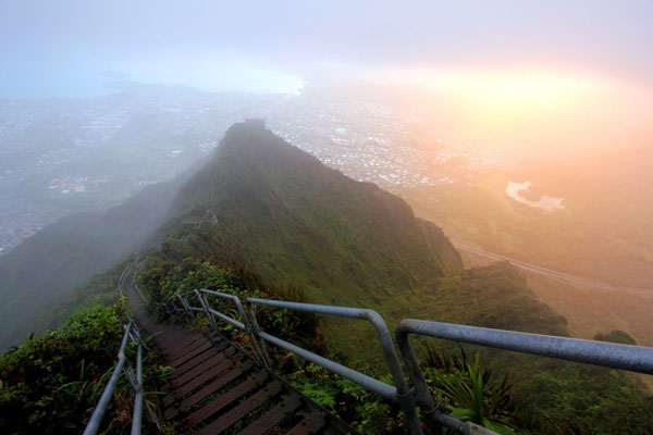 Haiku-Stairs-of-Oahu-in-Hawaii-1