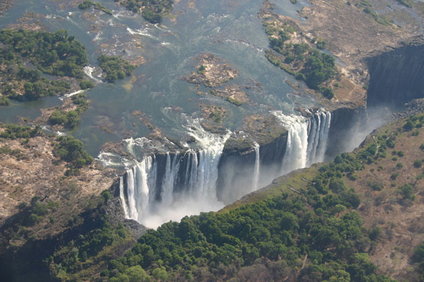 Victoria-Falls-bordering-Zimbabwe-and-Zambia-1