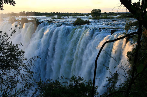 Victoria-Falls-bordering-Zimbabwe-and-Zambia-2