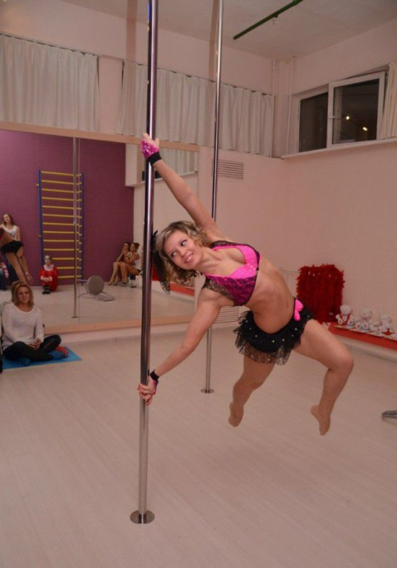 Girls On Poles 17