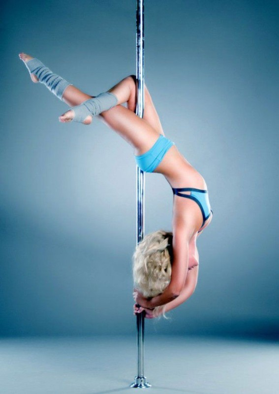 Girls On Poles 3