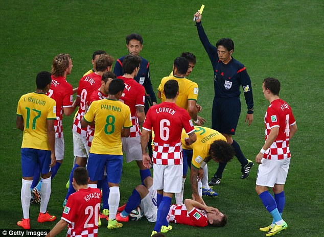 Nishimura shows Neymar yellow as Modric writhes on the floor