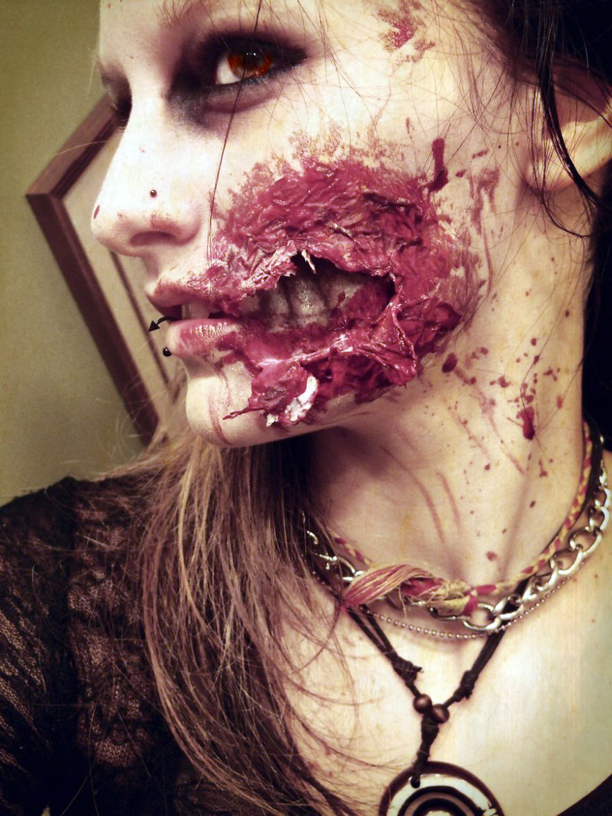 creative-halloween-make-up-ideas-7 Ripped Flesh Wound Make Up