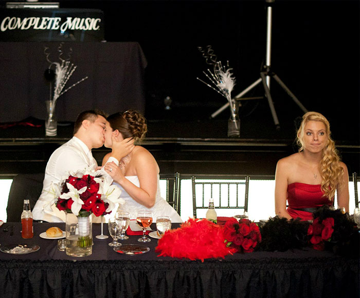 30 Best Wedding Photobombs
