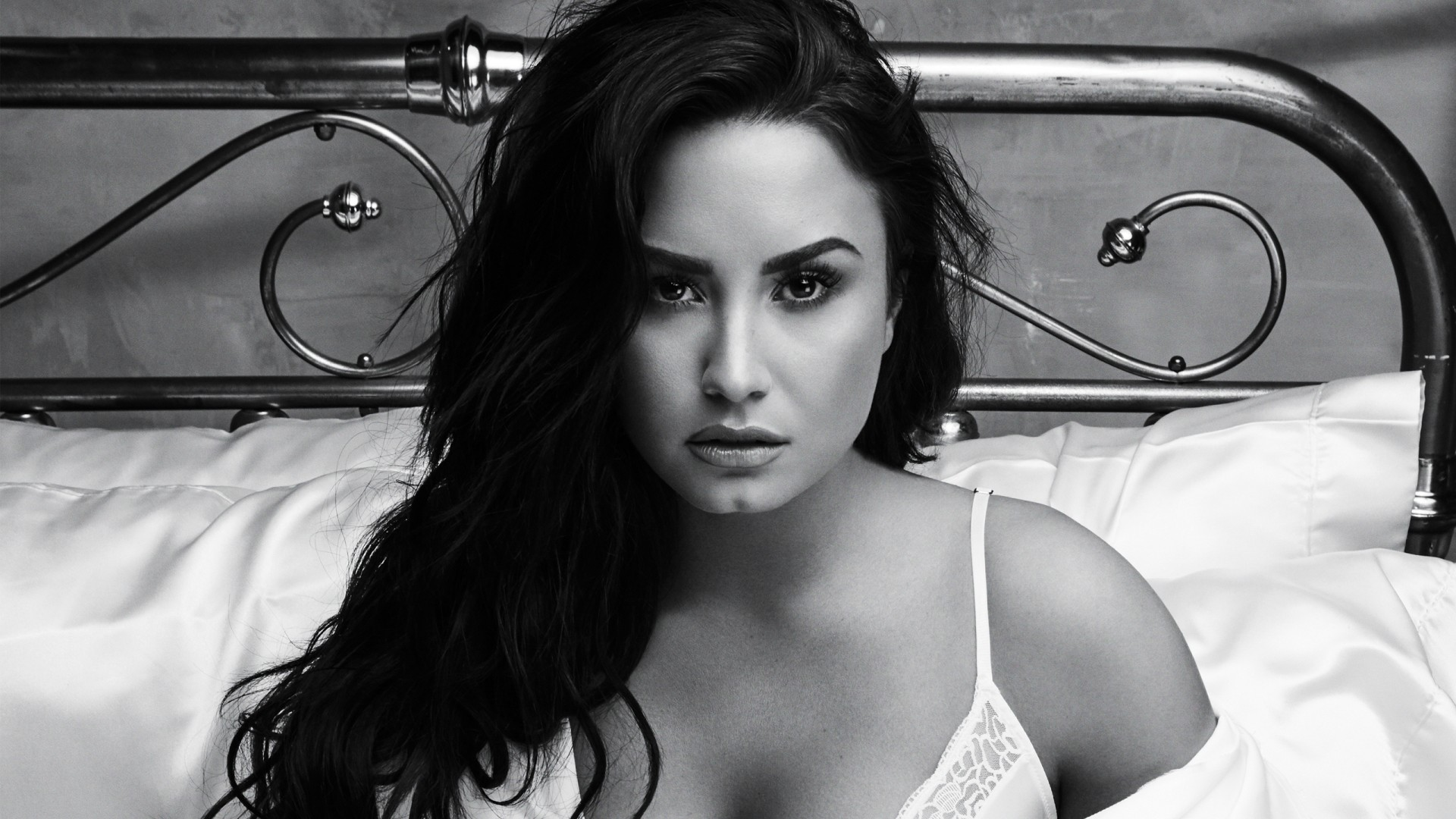 Demi Lovato Hot image wallpaper HD 1920x1080